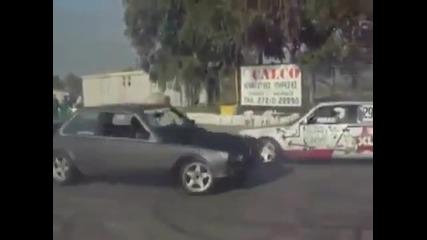 Момче кара две Bmw-та едновременно!