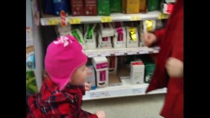 Много сладки деца си играят ...