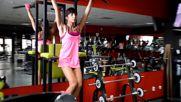 Фитнес упражнения - Повдигане на краката от вис със завъртане