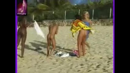 (18+) Голи мацки на плажа