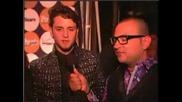 Christopher no tapete vermelho da festa da Pee (pee)