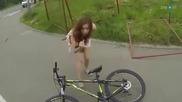 Ето защо момичетата не трябва да карат колело когато носят пола