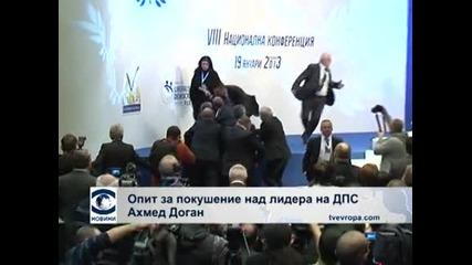 Мъж с газов пистолет нападна Доган на партийната конференция на ДПС