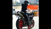 Секси ! Джъстин обикаля улиците на Лос Анджелис с мотор за 20 000 долара ( 14.11 )