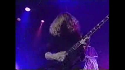 Dave Mustaine Срещу Летящия Сутиен