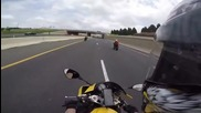 Мотоциклетист прехвърча по магистрала с повече от 200 км/час