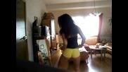 секси азиатка танцува