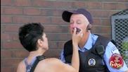 Деца бият полицай - Скрита Камера