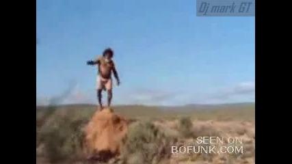 Абориген цепва жена си в ...