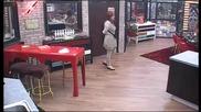 Кичка и Кристина се тюхкат за тенджера