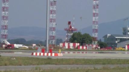 Самолет кацна аварийно на Летище София - видео БГНЕС