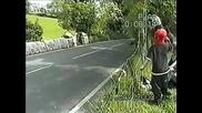 Моторист Се Удря С 160 Км. На Състезание