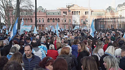Argentina: Protesters flood Buenos Aires to voice support for President Macri