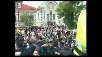 Масов бой пред джамията в София