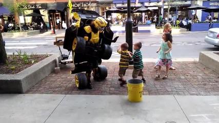 Трансформърс оживява на улицата!