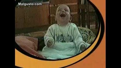 Бебе Се Смее И Вие Ще Се Смеете :d