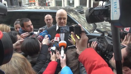 Слави Трифонов внесе подписи за референдум (видео)
