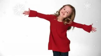 4-ри годишно момиченце пее Коледна песен