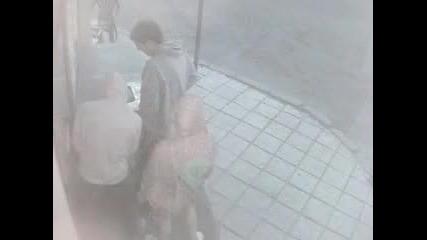 Нескопосани крадци се опитват да разбият фризер в Банско ;д