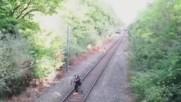 Спасение на пияница от идваш влак .