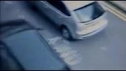 """Шофьорка """"влачи"""" пешеходец 1 километър в Англия"""
