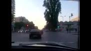 Москвич полудява на един от булевардите във Варна
