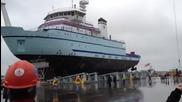 Ето как се пускат корабите в морето след като ги направят