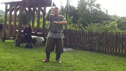 Демонстрация на техники с едим меч