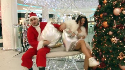 поБОЙ с възглавници... Снежанке, изкарай си ограничителна заповед от дядо Коледа! За твое добро е!