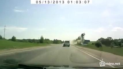 Кола прелетява 30 метра!!!