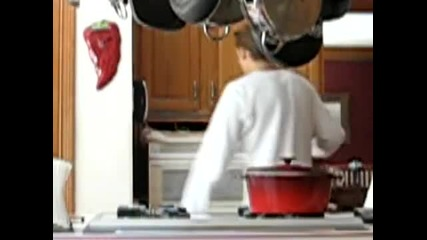 Лигльото чупи микровълновата печка защото не работи - Видео