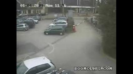 Бариера На Паркинг Мачка Кола (смях)