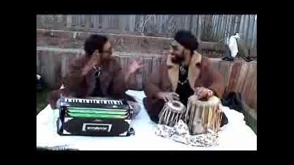 Двама Тъпи Индийци Пеят Песни На Sean Paul