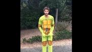Liam Hemsworth Als Ice Bucket Challenge - -ice Bucket Challenge-