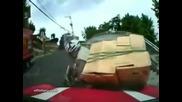 Пренатоварен мотопедист не може да се изкачи