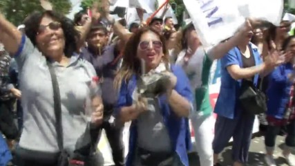 Chile: Police use water cannons to break up public sector employees protest