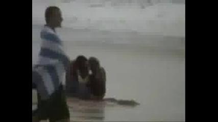 Jenski Boi Na Plaja ... Smqh