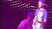 Justin Bieber пее One Less Lonely Girl на живо във Шефилд, Великобритания - 23.03.2011