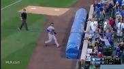 Фен със страхотен рефлекс успя да хване топката на бейзболен мач!