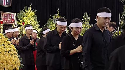 Vietnam: Hundreds pay tribute to Vietnam's late president in Hanoi