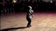 2 годишен бебок обра аплодисментите на публиката!