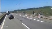 Емигрантите във Франция нападат преминаващите автомобили