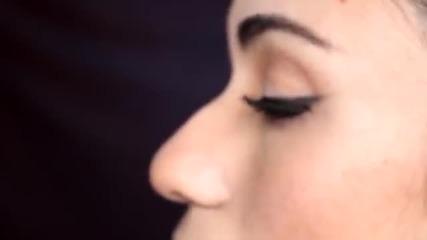 Най-лесната техника за нанасяне на очна линия