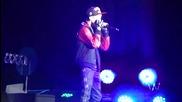Justin Bieber пее Down To Earth ( My World Tour 2.0 - Лондон 16.03.11 )