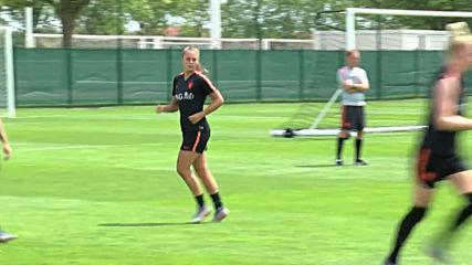 France: Dutch star forward Martens won't compare herself to legend Cruyff