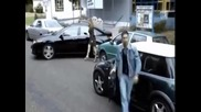 Жена има проблем с паркирането!