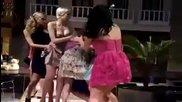Рускини си пооправиха роклите набързо