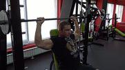 Фитнес упражнения - Раменна прасa на смит машина