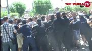 Жители на Гърмен, блокираха пътя за Ковачевица, заканват се да унищожат квартала на циганите