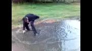 Момче Цопа Във Водата